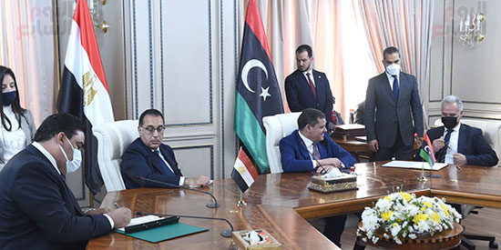 أثناء المباحثات بالعاصمة الليبيبة طرابلس