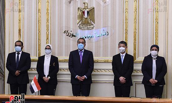 توقيع اتفاقيتين لتصنيع لقاح سينوفاك الصينى فى مصر   (6)