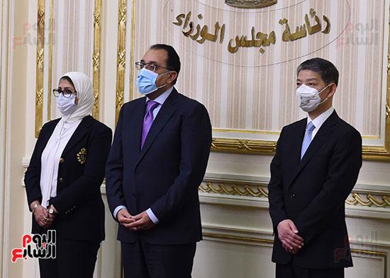 توقيع اتفاقيتين لتصنيع لقاح سينوفاك الصينى فى مصر   (3)