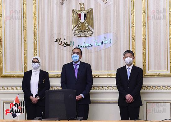 توقيع اتفاقيتين لتصنيع لقاح سينوفاك الصينى فى مصر   (2)