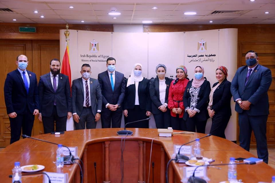 وفد تنسيقية شباب الأحزاب والسياسيين مع وزير التضامن