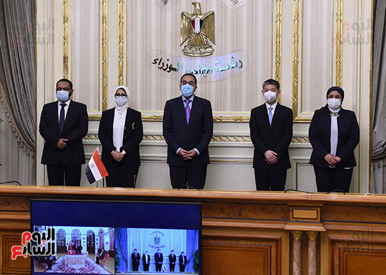 توقيع اتفاقيتين لتصنيع لقاح سينوفاك الصينى فى مصر   (1)