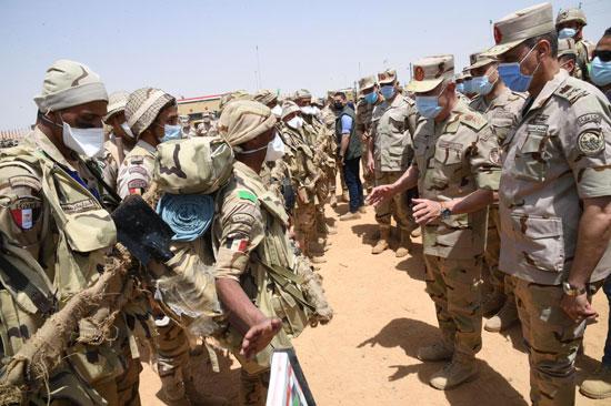 الفريق محمد فريد يشهد مشروع (إعصار62) بإحدى تشكيلات الجيش الثالث الميدانى (2)