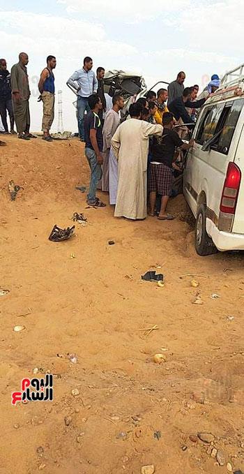 حادث تصادم سيارتين بأسوان  (1)
