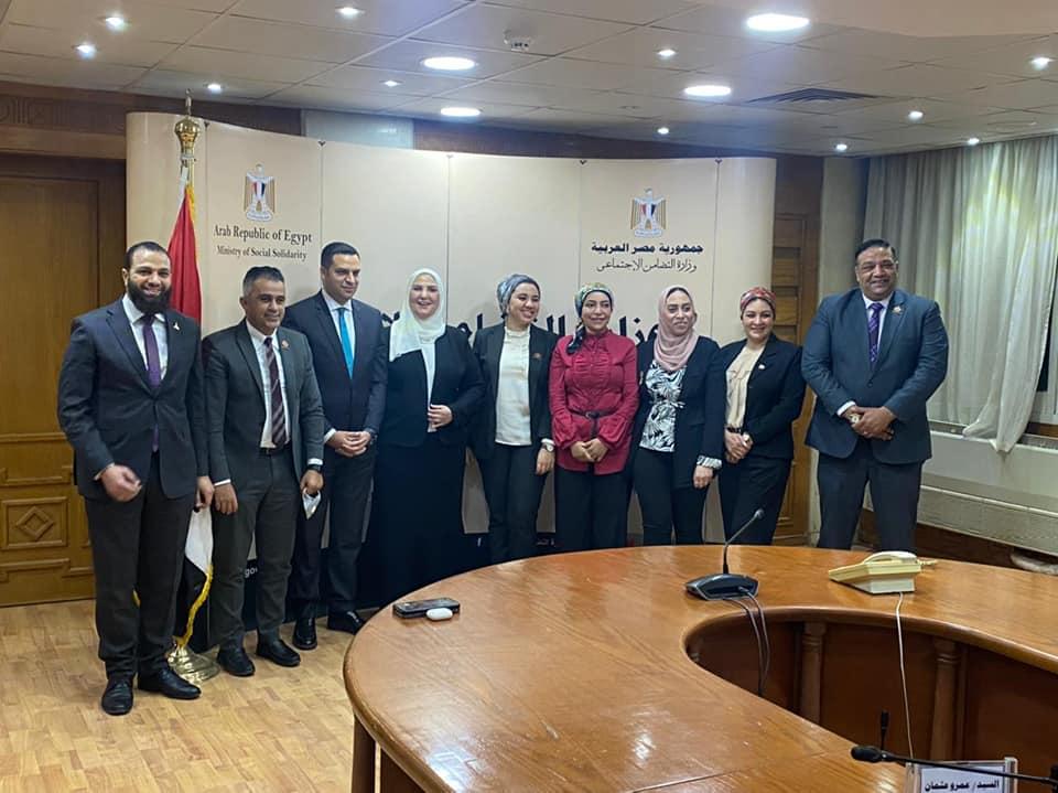 وزيرة التضامن تتوسط وفد تنسيقية شباب الأحزاب