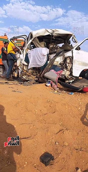 حادث تصادم سيارتين بأسوان  (3)