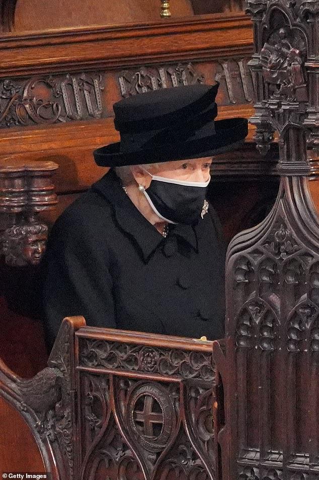 الملكة اليزابيث في الجنازة