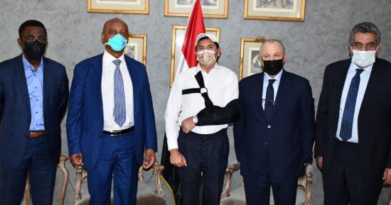وزير الشباب والرياضة يستقبل رئيس الكاف