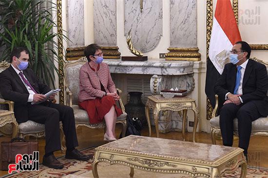 رئيس الوزراء يلتقى رئيسة البنك الأوروبي لإعادة الإعمار والتنمية (5)