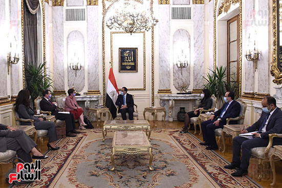 رئيس الوزراء يلتقى رئيسة البنك الأوروبي لإعادة الإعمار والتنمية (1)