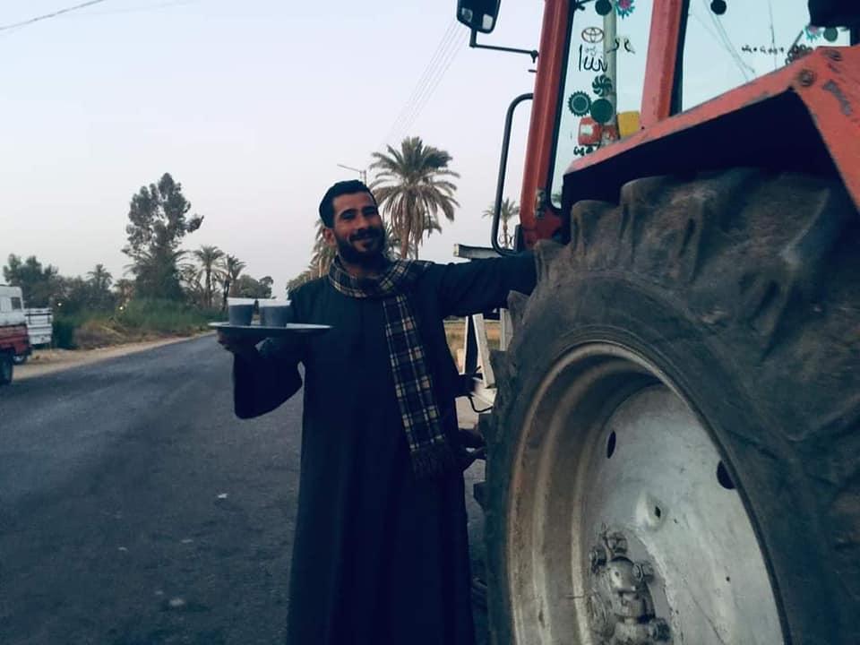 بيشوى يوزع العصائر على المسلمين بقنا