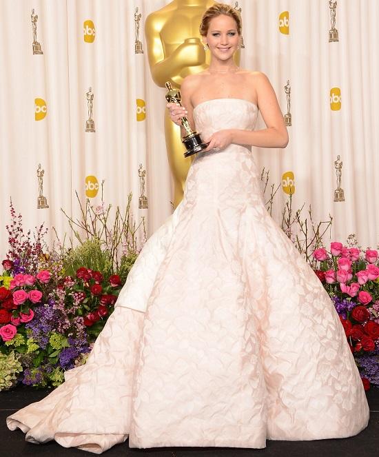 فستان جينيفر لورانس عام 2013