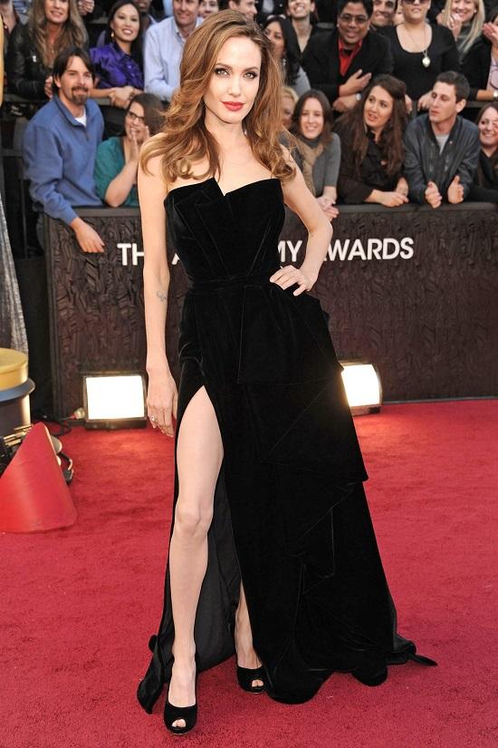 فستان أنجلينا جولي عام 2012