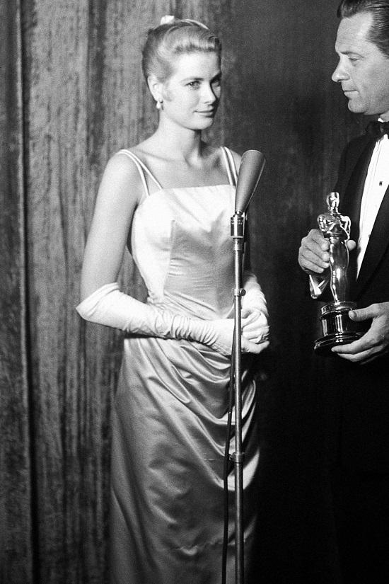 فستان جريس كيلي عام 1955