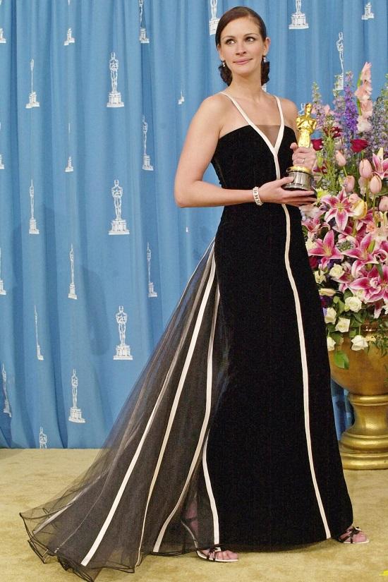 فستان جوليا روبرتس عام 2001
