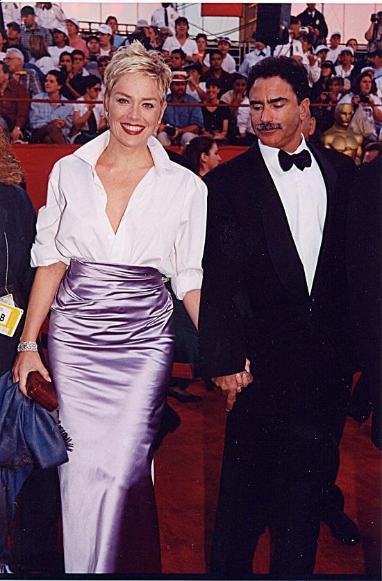 إطلالة شارون ستون عام 1998