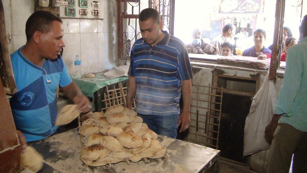 علام فى مهنة بائع خبز