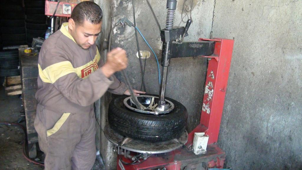 مهنة صبى ميكانيكي سيارات