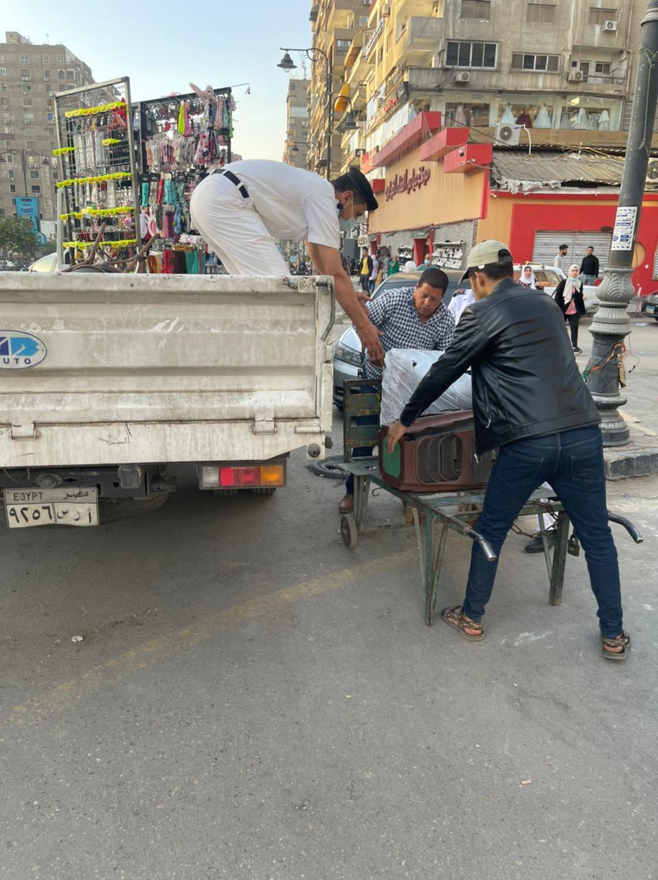 رفع المخالفات والاشغالات من شارع عباس العقاد بمدينة نصر