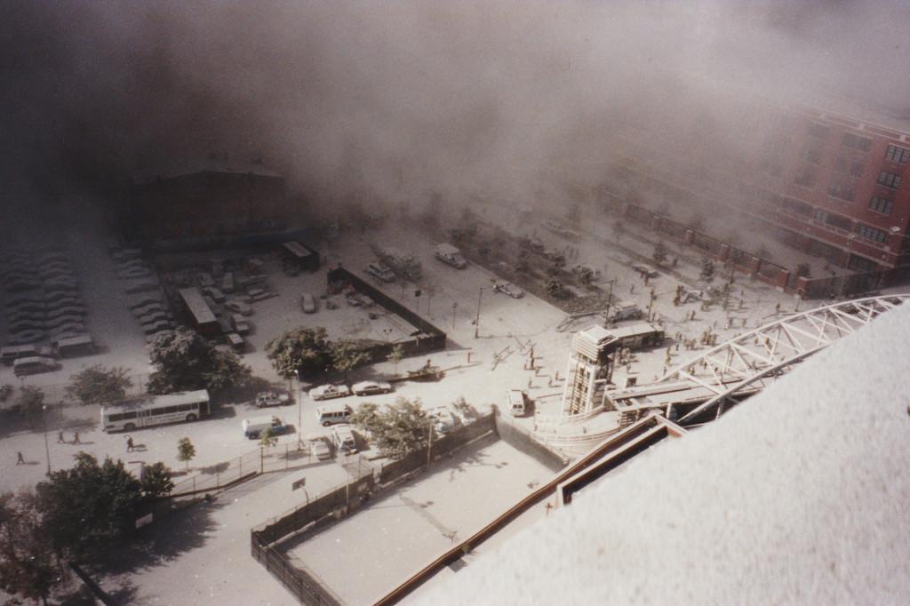 الغبار يغطي المباني