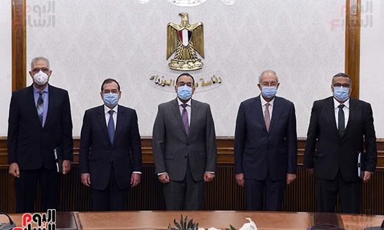 رئيس الوزراء يشهد توقيع عقد إنشاء مجمع للبتروكيماويات بالسخنة بـ7,5 مليار دولار (2)
