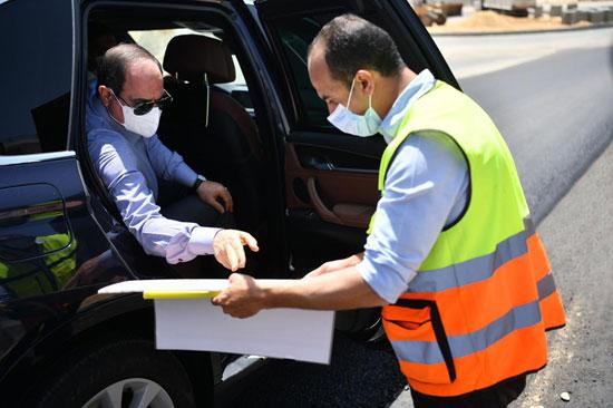 الرئيس السيسى يتفقد الأعمال الإنشائية لتطوير الطرق والمحاور بمنطقة شرق القاهرة