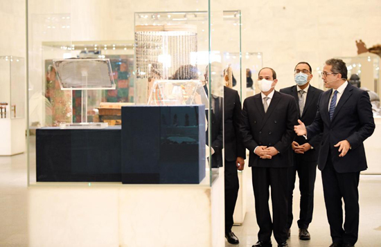 الرئيس-السيسي-بمتحف-الحضارة-بالفسطاط-(4)