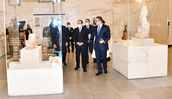 الرئيس-السيسي-بمتحف-الحضارة-بالفسطاط-(6)