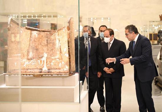 الرئيس-السيسي-بمتحف-الحضارة-بالفسطاط-(3)