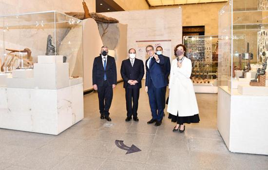 الرئيس-السيسي-بمتحف-الحضارة-بالفسطاط-(8)
