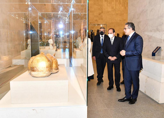 الرئيس-السيسي-بمتحف-الحضارة-بالفسطاط-(13)