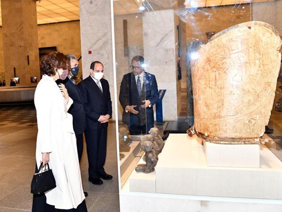 الرئيس-السيسي-بمتحف-الحضارة-بالفسطاط-(11)