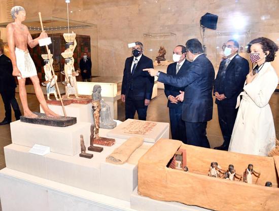 الرئيس-السيسي-بمتحف-الحضارة-بالفسطاط-(7)
