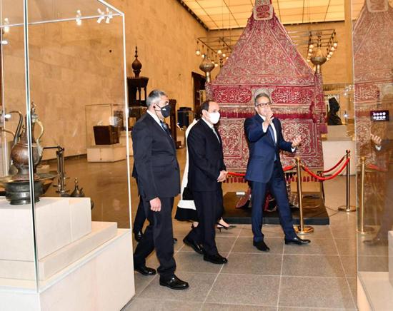الرئيس-السيسي-بمتحف-الحضارة-بالفسطاط-(14)