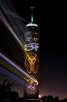 برج القاهرة يتزين بصور ملوك مصر القدماء بالتزامن مع الموكب الذهبى للمومياوات الملكية (1)