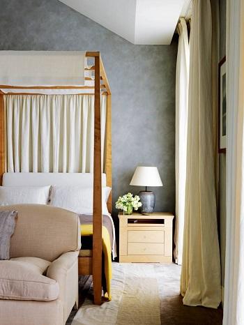 ديكور غرفة النوم.. سرير بأعمدة