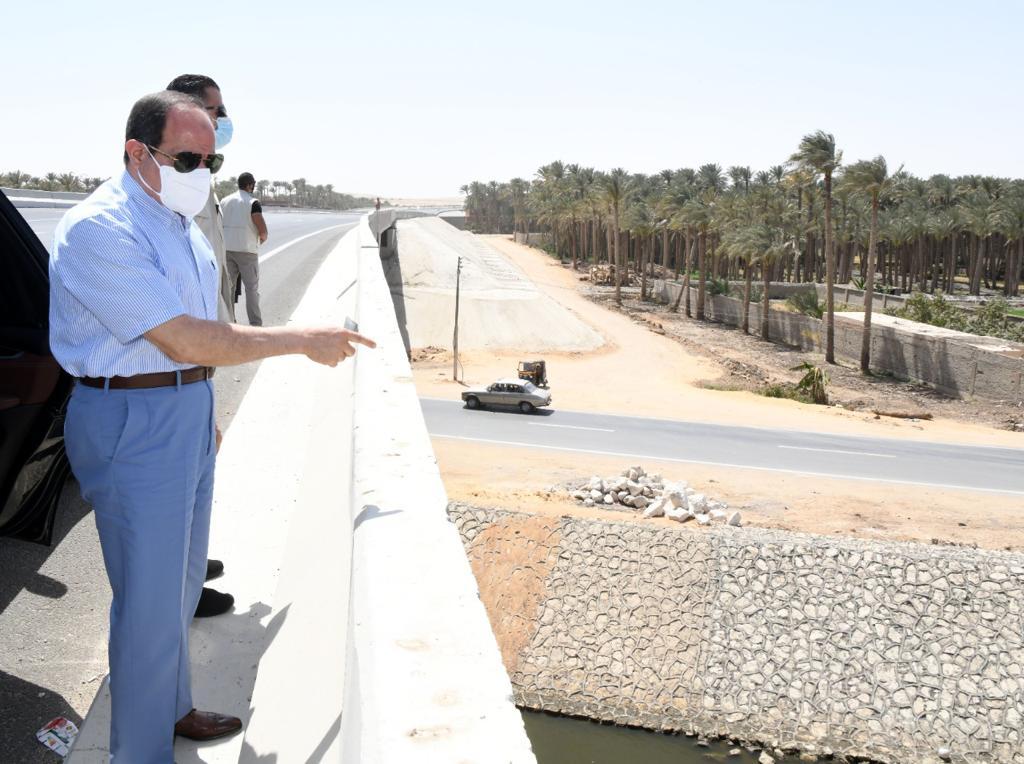 الرئيس يتفقد الطريق الدائري الأوسطي والمقر الجديد لسوق السيارات الجديد