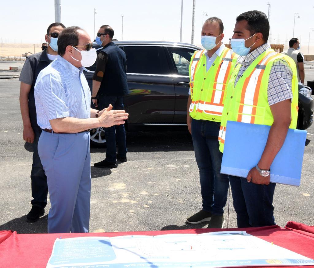 الرئيس السيسى يتابع العمل بالطريق الدائري الأوسطي ومقر سوق السيارات الجديد
