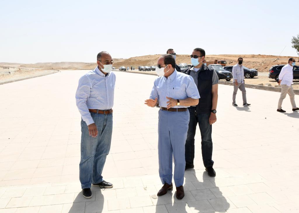 الرئيس السيسى يتفقد الطريق الدائري الأوسطي وسوق السيارات الجديد