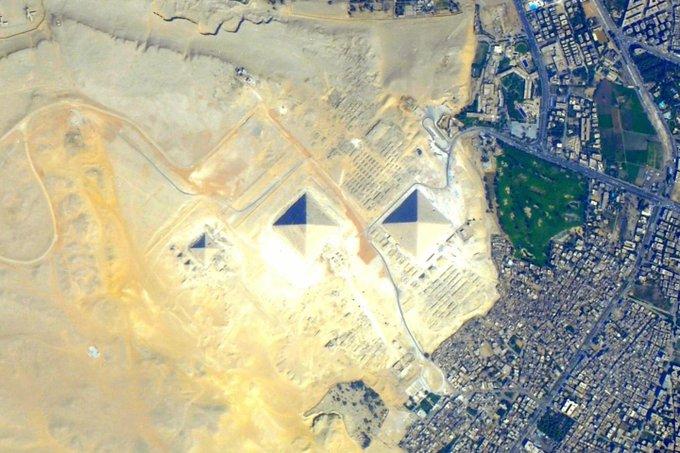 الأهرامات من الفضاء