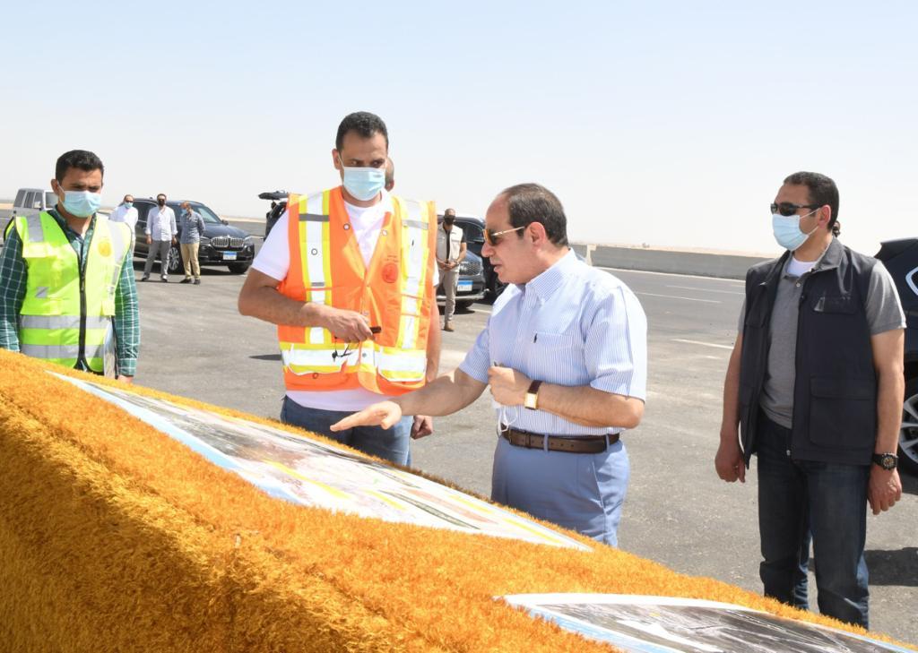الرئيس السيسى يتفقد الطريق الدائري الأوسطي والمقر الجديد لسوق السيارات الجديد