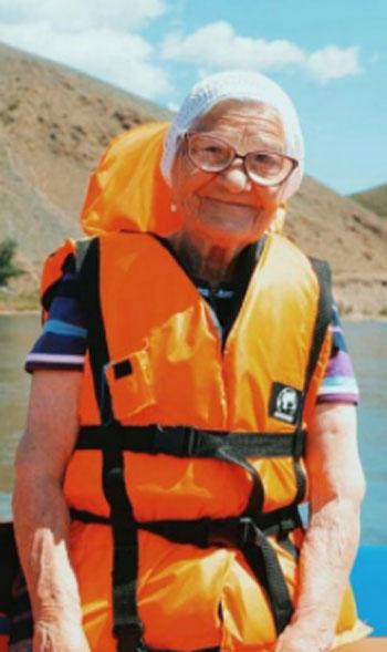 الجدة لينا (11)
