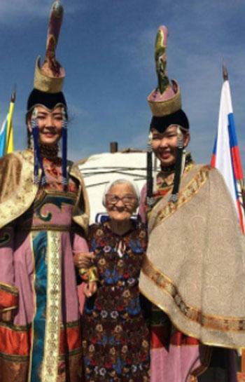 الجدة لينا (3)