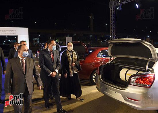 سيارة جديدة تسلم للمستفيدين من مبادرة الاحلال