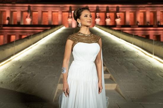 نيللى بفستان تصميم نور عزازى