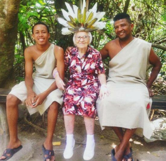 الجدة لينا (9)
