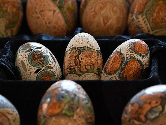 يضفي فن الزخرفة على البيض لمسة جمالية