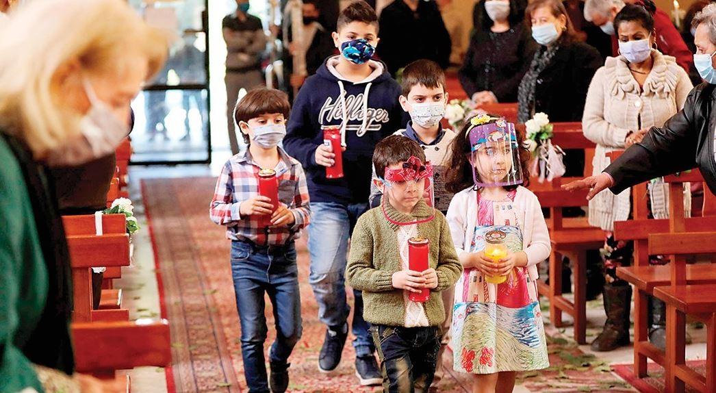 أطفال في الكنيسة