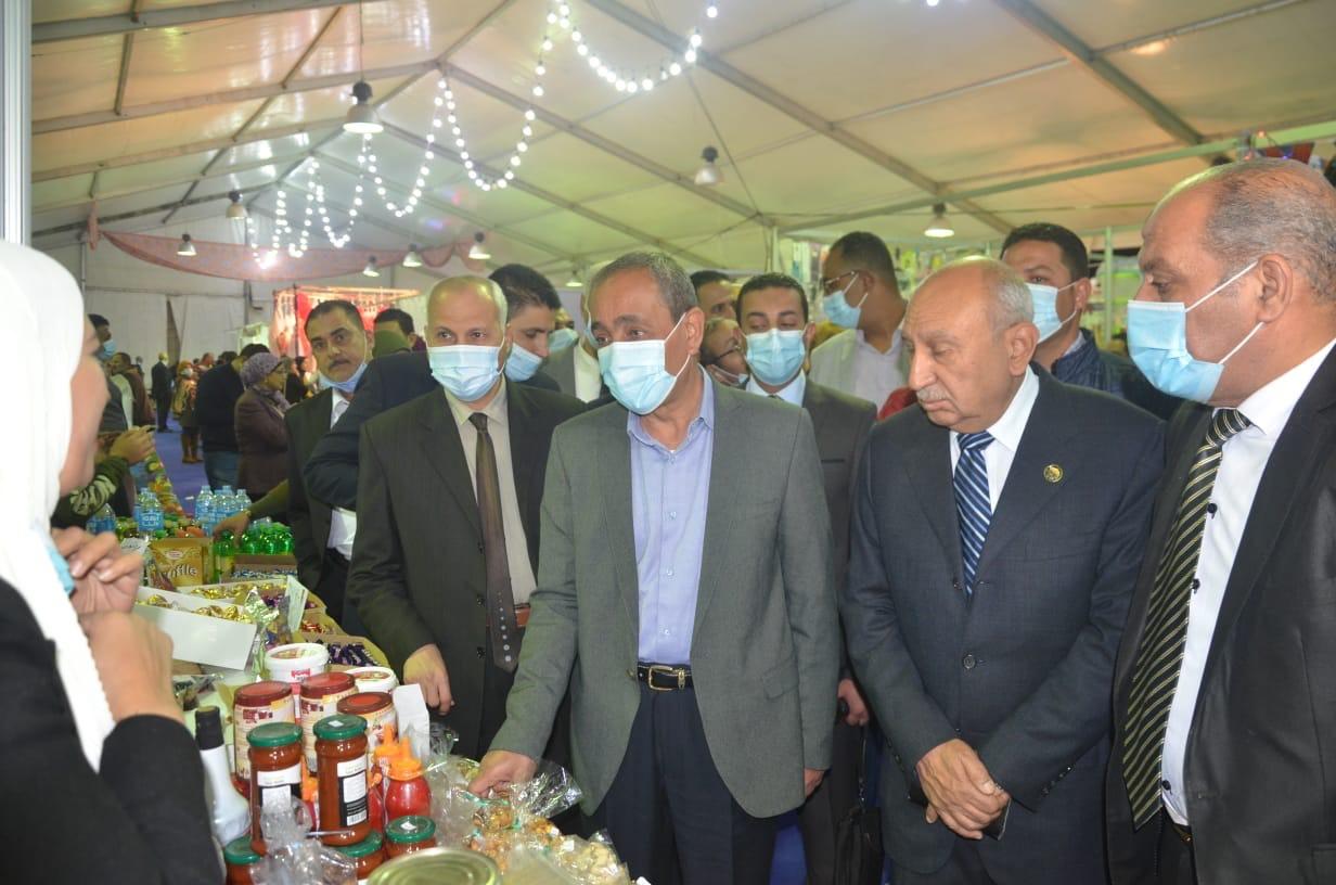 محافظ الإسماعيلية يفتتح معرض أهلًا رمضان لتقديم السلع