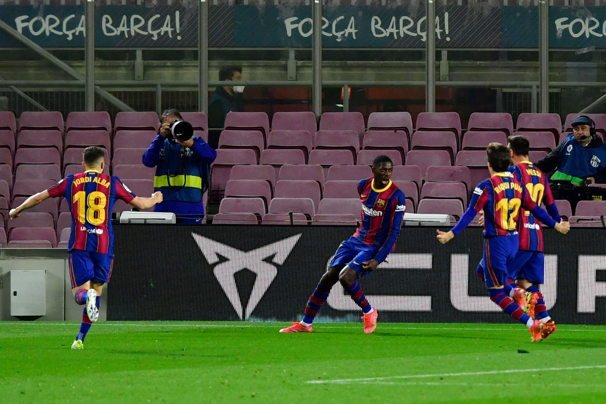 فرحة لاعبى برشلونة